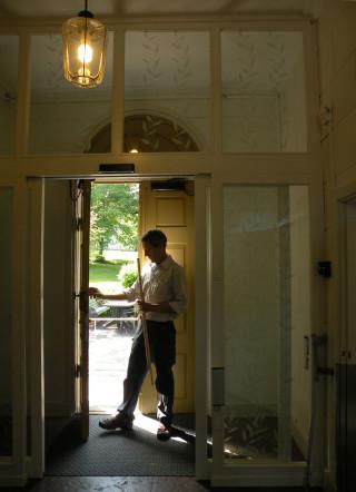 Arbete med den gamla ytterdörren, Piperska